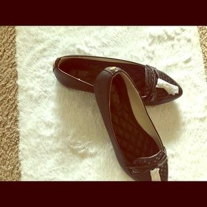 Black leather Flat by Avon